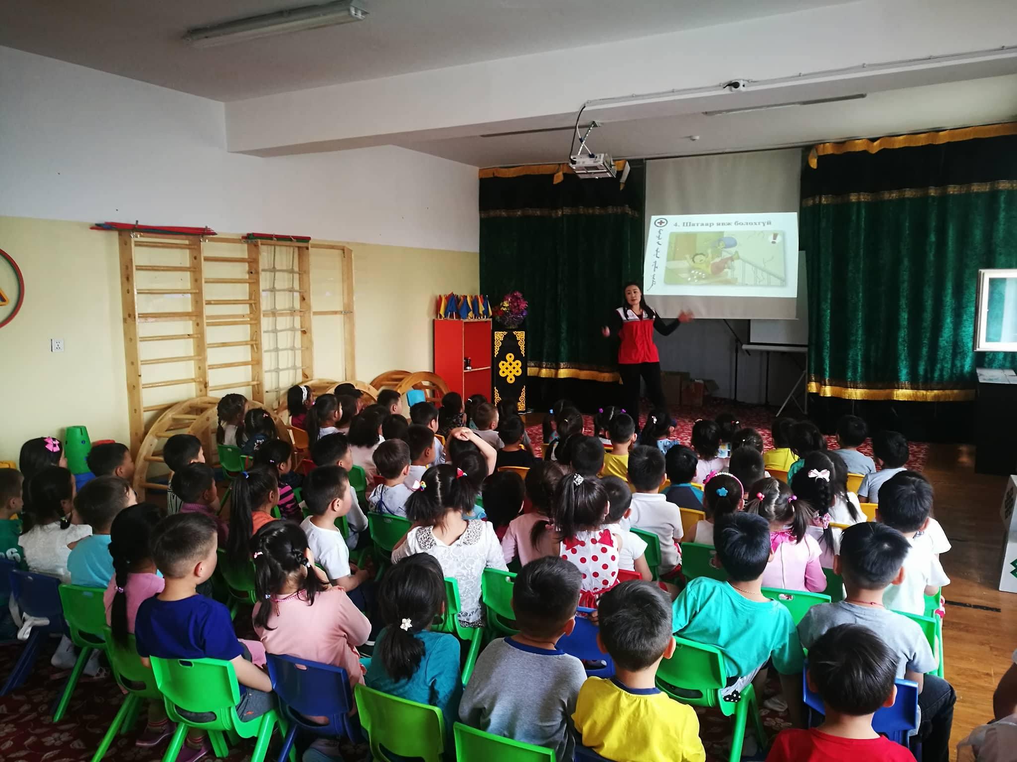 """Цэцэрлэгийн хүүхдүүдэд """"БЭЛЭН БАЙ"""" багцаар мэдлэг эзэмшүүллээ"""