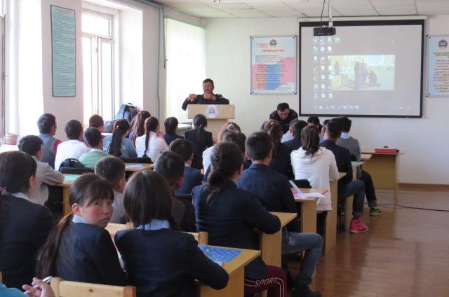 Өлгий сумын ЕБ-ын 4-р сургуулийн сурагчдад сургалт явуулав