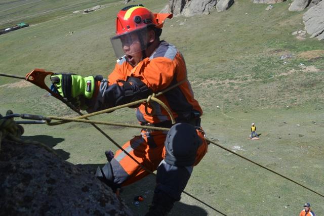 Уулнаас эрэн хайх аврах ажиллагааны  дадлага сургалт зохион байгууллаа