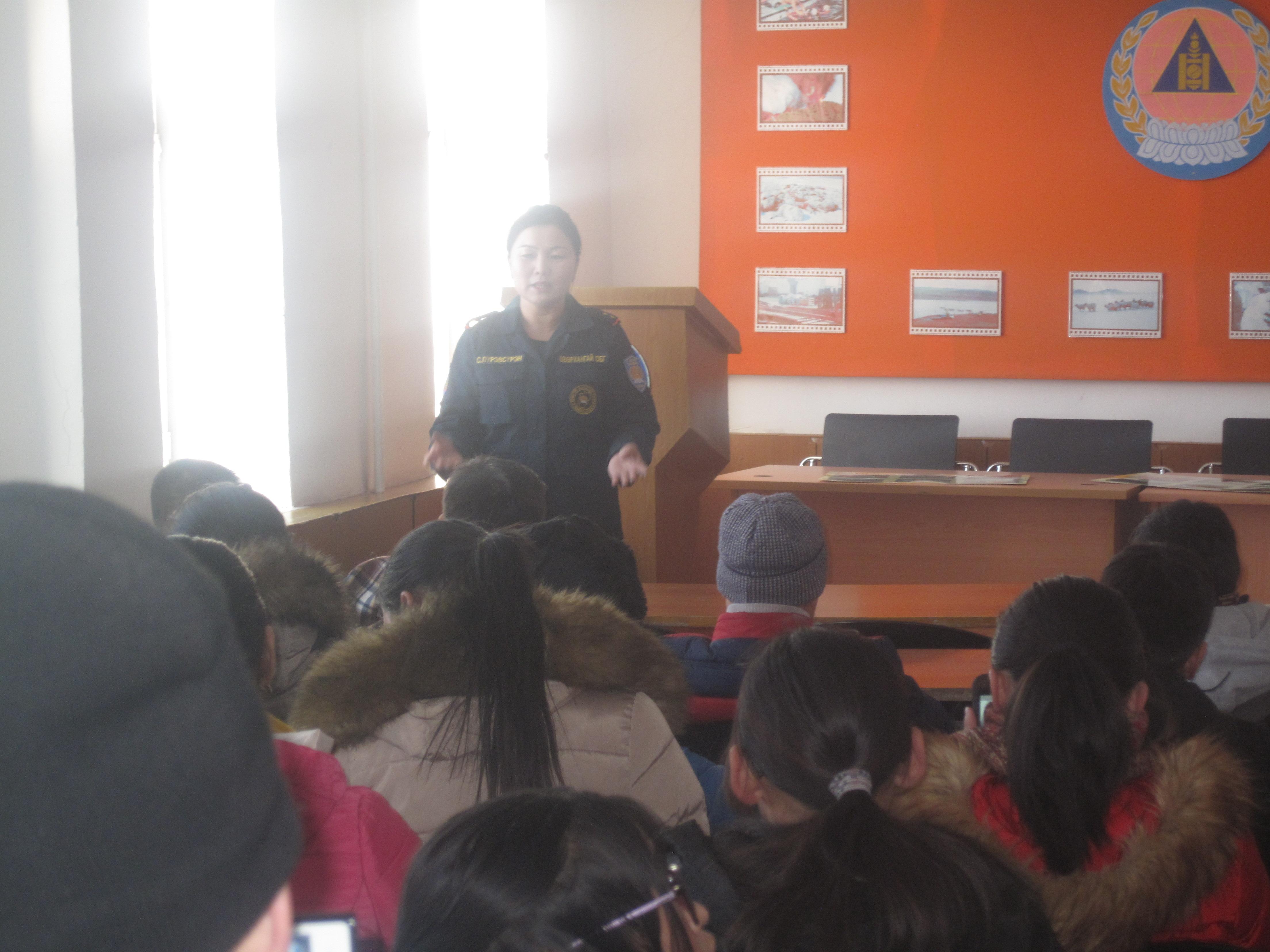 Хүүхэд багачуудыг Онцгой байдлын газрын үйл ажиллагаатай танилцууллаа